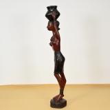 Moderne Afrikanische Figur aus Gambia. Frau mit Pott aus Mahagoni.