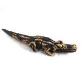 Afrikanisches buntes Krokodil aus Sese Holz