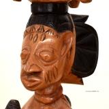 Yoruba Figur mit ere ibeji Figur mit Trommel