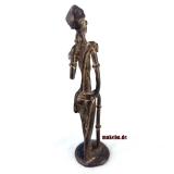 Bronzeguss-Figur, Wanderer mit Pfeife aus Afrika, Gelbguss-Figur