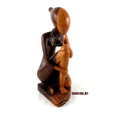 Moderne, abstrakte Frauenfigur aus Afrika. Träumende Frau aus Ebenholz.