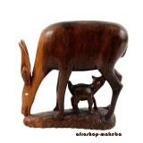 Antilope äsend mit Kind aus Afrika