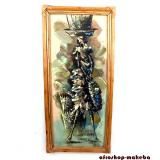 Modernes Afrikanisches Gemälde mit Bambusrahmen. Marktfrau, abstrakt