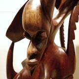 Moderne afrikanische Figur. Familie abstrakt geschnitzt.